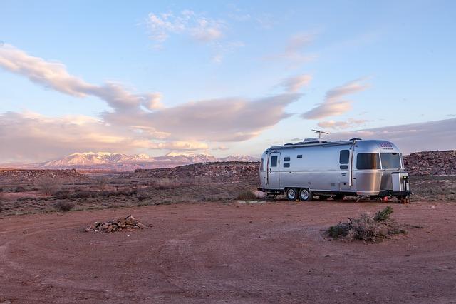 odstavený karavan